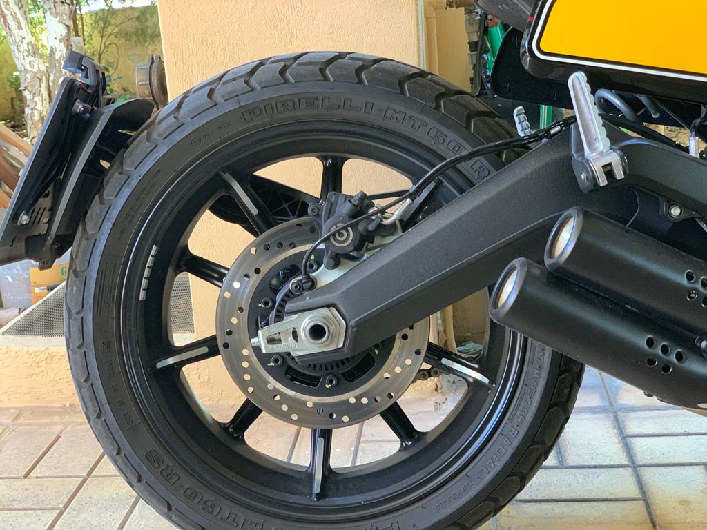 Ducati Scrambler Full Throttle: Τέρμα τα γκάζια με μια sexy Ιταλίδα
