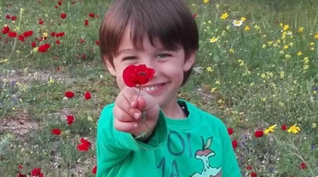 Αποτέλεσμα εικόνας για μικρο παιδακι γελαει