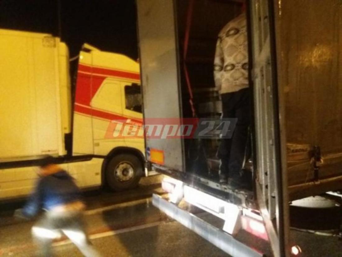 Έκρυθμη η κατάσταση στο λιμάνι της Πάτρας: Μετανάστες προσπαθούν να τρυπώσουν σε φορτηγά και νταλίκες που περιμένουν να λήξει η απεργία της ΠΝΟ-Συγκρούσεις με οδηγούς (ΦΩΤΟ-ΒΙΝΤΕΟ)