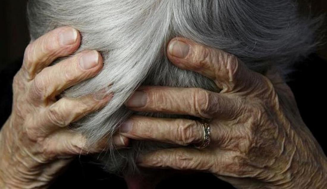 Σαλαμίνα: Αδίστακτοι ληστές ξυλοκόπησαν και λήστεψαν 84χρονη μέσα στο σπίτι της