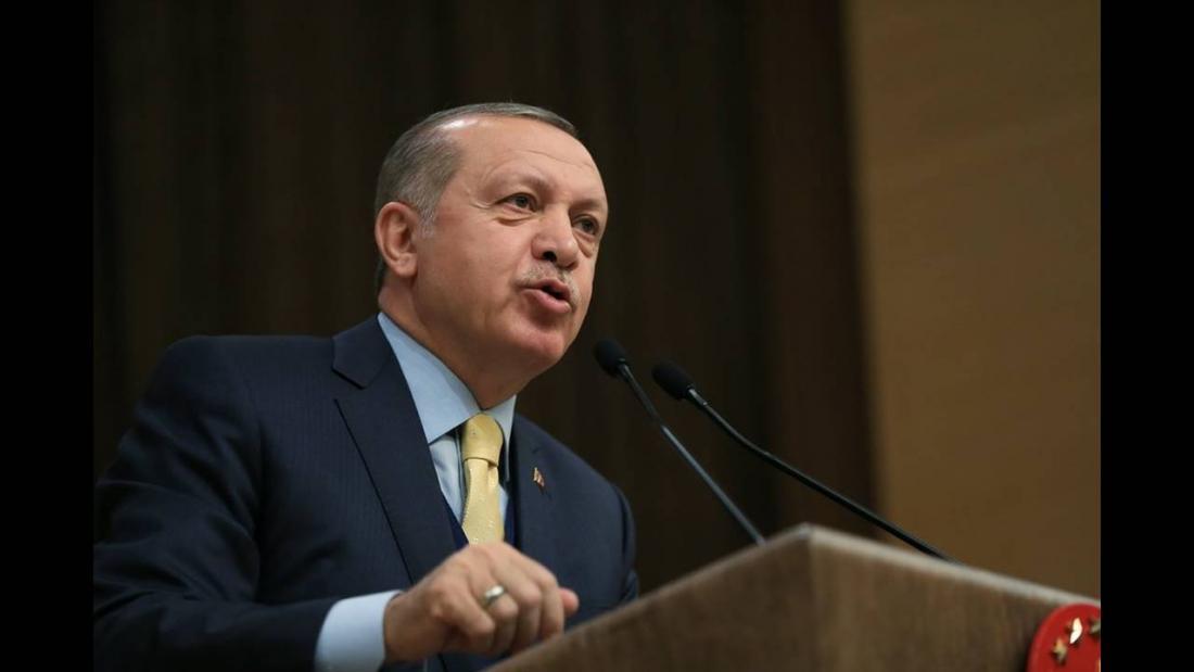 Σε κατάσταση πανικού ο Ερντογάν: Μετατρέψετε τα ευρώ και τα δολάριο σε... λίρες!