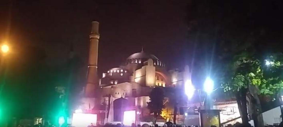 Εκατοντάδες Τούρκοι ισλαμιστές, συγκεντρώθηκαν τελικά έξω από τηνΑγιά ΣοφιάστηνΚωνσταντινούπολη, στις 4 τα ξημερώματα (ΒΙΝΤΕΟ)