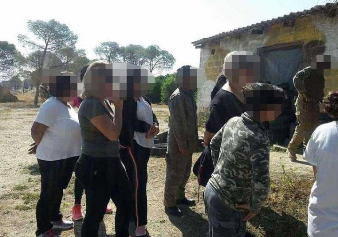 Γυναίκες με μακιγιάζ και μικρά παιδιά με αυτόματα όπλα στα χέρια ετοιμάζονται για αντάρτικο εναντίον της Τουρκίας, λέει η Hurriyet!