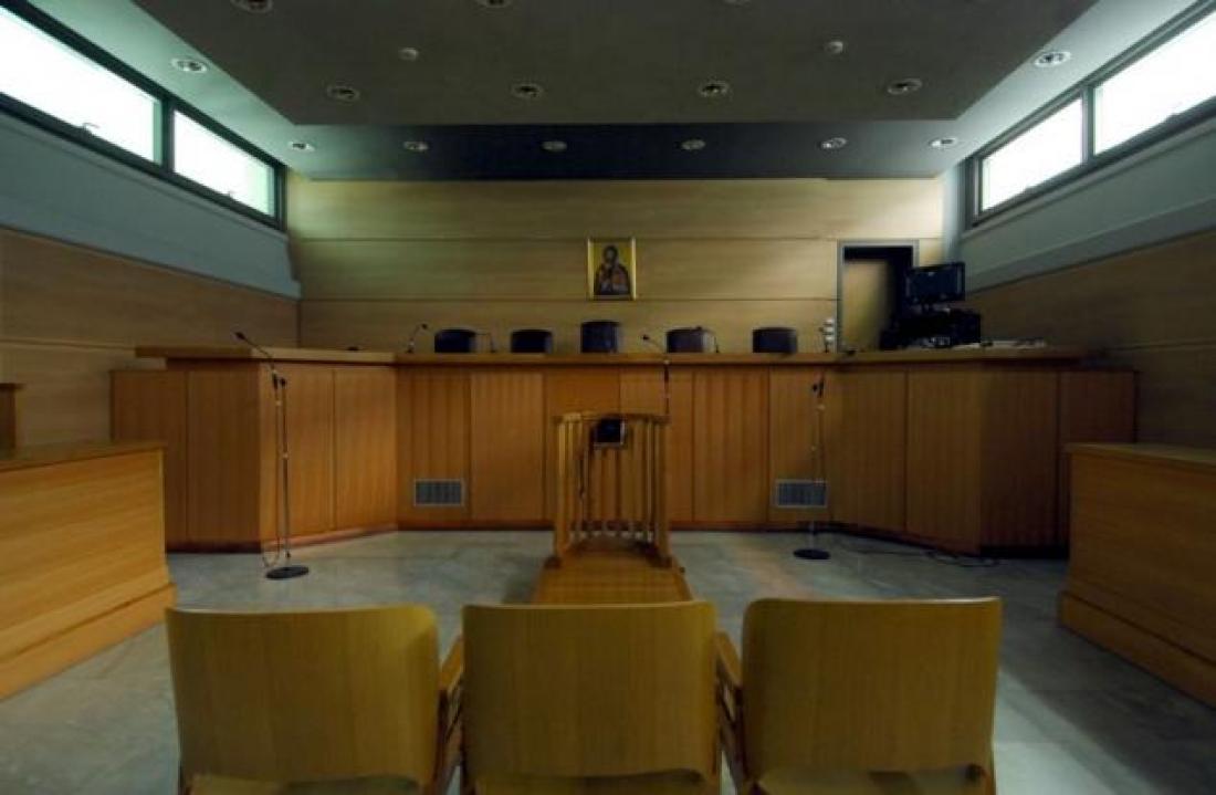 Την αθώωση όλων όσων είχαν εμπλακεί στην πολύκροτη υπόθεση των δομημένων ομολόγων ζήτησε σήμερα ο εισαγγελέας