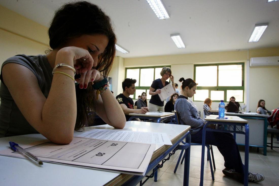 Πανελλαδικές 2018: Ποιες σχολές επιλέγουν οι νέοι - Πώς θα κυμανθούν οι βάσεις