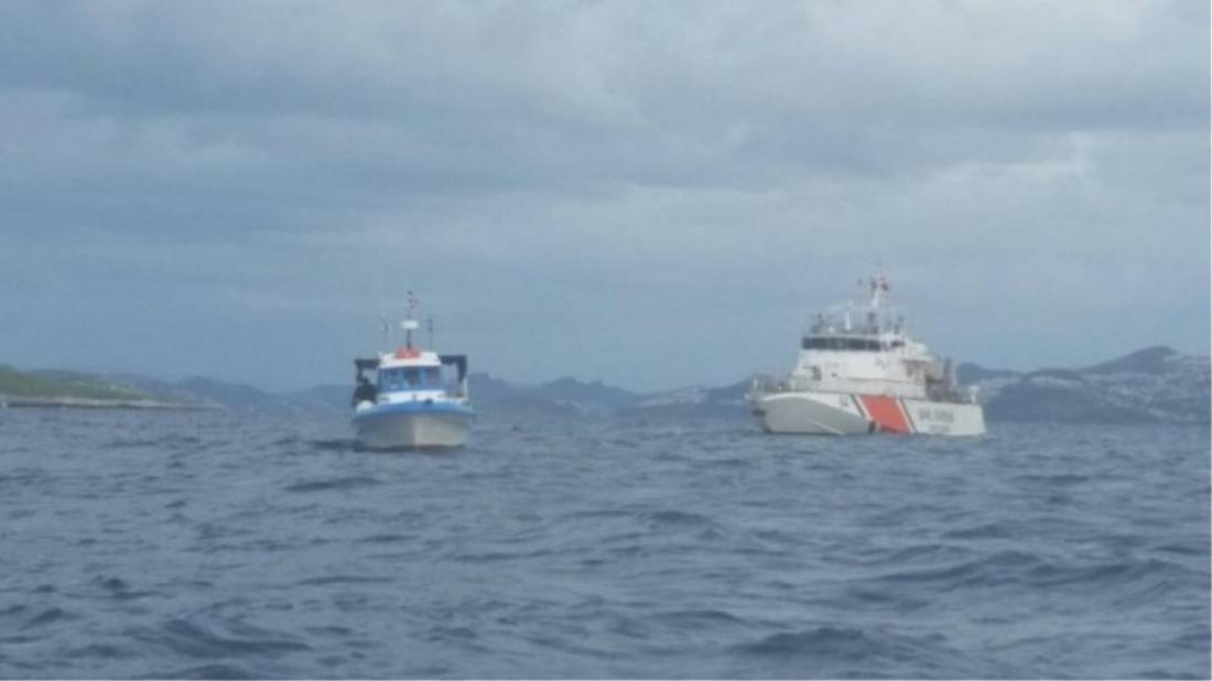 Στα εκατό μέτρα από τις ελληνικές ακτές ψαρεύουν τουρκικά αλιευτικά επιδεικνύοντας πρωτοφανή τσαμπουκά