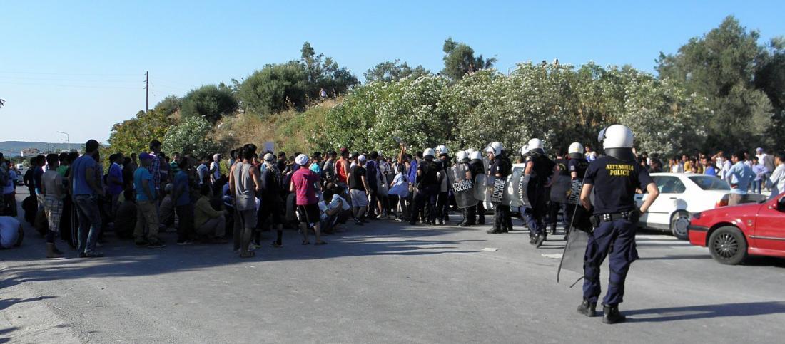 Κατάληψη του κόμβου Καβύλης Ορεστιάδας από μετανάστες-Εμπόδισαν και τη διέλευση στρατιωτών (ΒΙΝΤΕΟ)