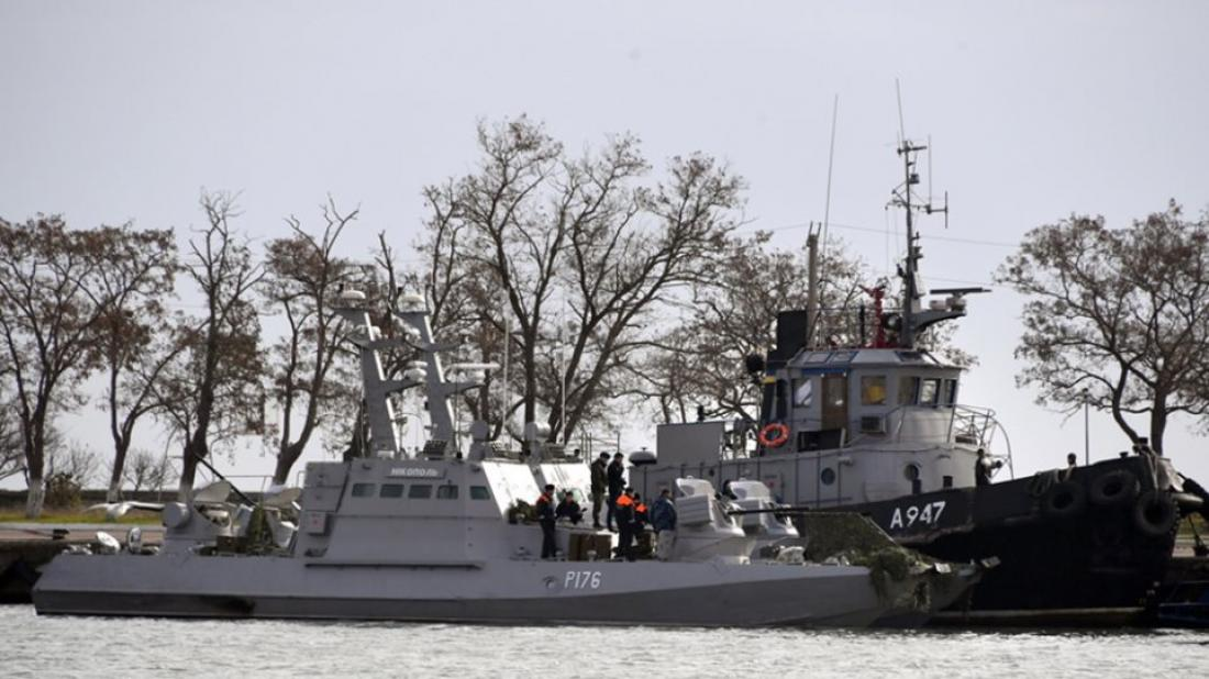 Τηνσύλληψη 24 Ουκρανών ναυτών που βρίσκονταν χθες πάνω στα τρία πλοία του ουκρανικού πολεμικού ανακοίνωσε η Ρωσία και η κατάσταση δείχνει να ξεφεύγει