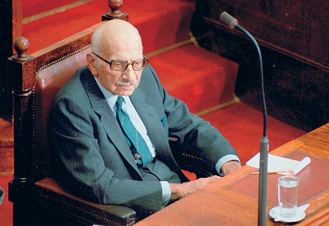 Σαν σήμερα23 Νοεμβρίου 1989ο Ξενοφών Ζολώτας σχηματίζει οικουμενική κυβέρνηση