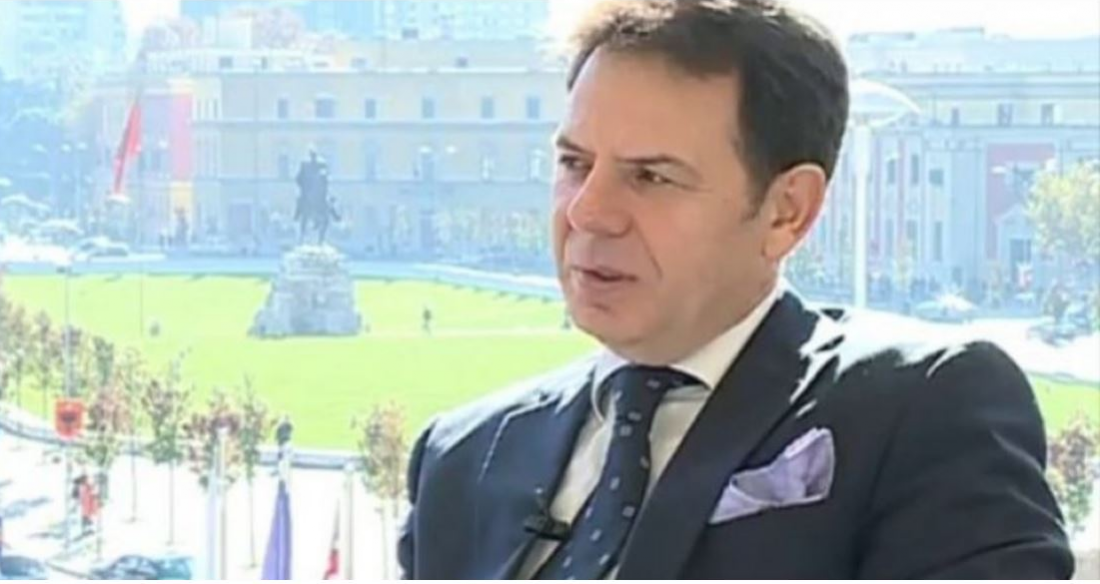 Ο Αγκίμ Χούσι, ένας από τους πιο φημισμένους τενόρους στην Αλβανία, είπε το τελικό αντίο στη πατρίδα του με σκληρές κουβέντες
