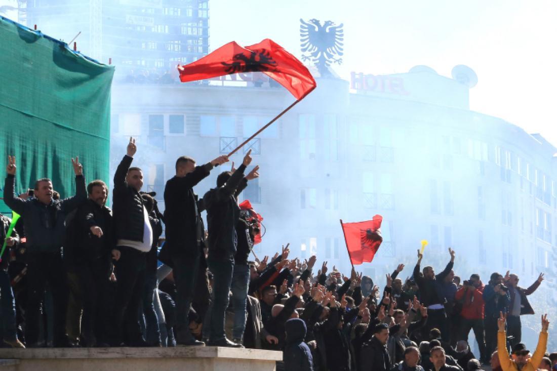 Σοβαρά επεισόδια στην Αλβανία έξω από το γραφείο του Ράμα
