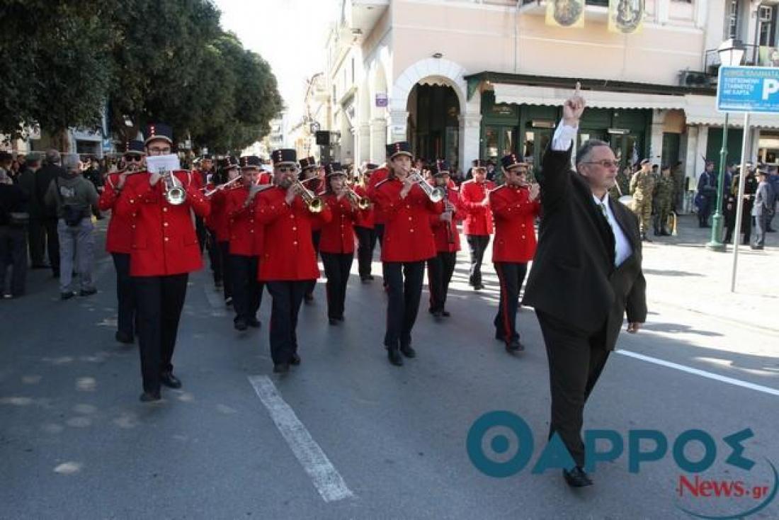 Με εντολή του Προκόπη Παυλόπουλου το «Μακεδονία Ξακουστή» έκλεισε την παρέλαση στην Καλαμάτα