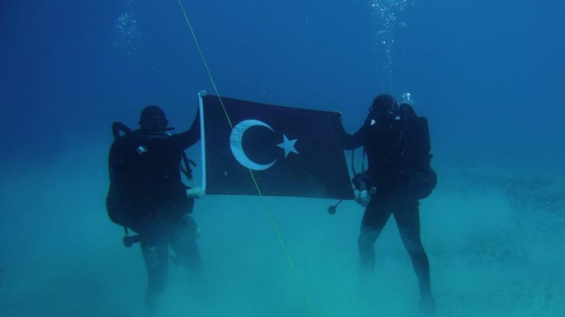 Απίστευτη τουρκική πρόκληση στη Σούδα με ΝΑΤΟϊκές πλάτες