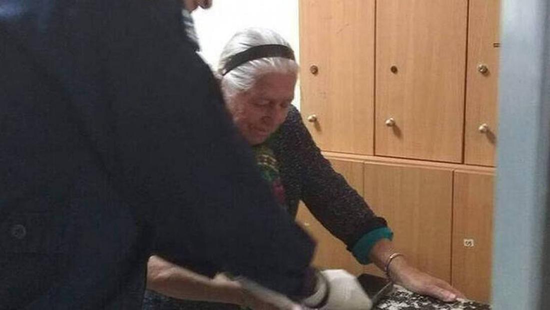 Ναι, είναι γεγονός, η Δικαιοσύνηέδρασε αστραπιαία στην περίπτωση της 90χρονης που πουλούσε παντόφλες σε λαϊκή της Θεσσαλονίκης χωρίς… άδεια (video)