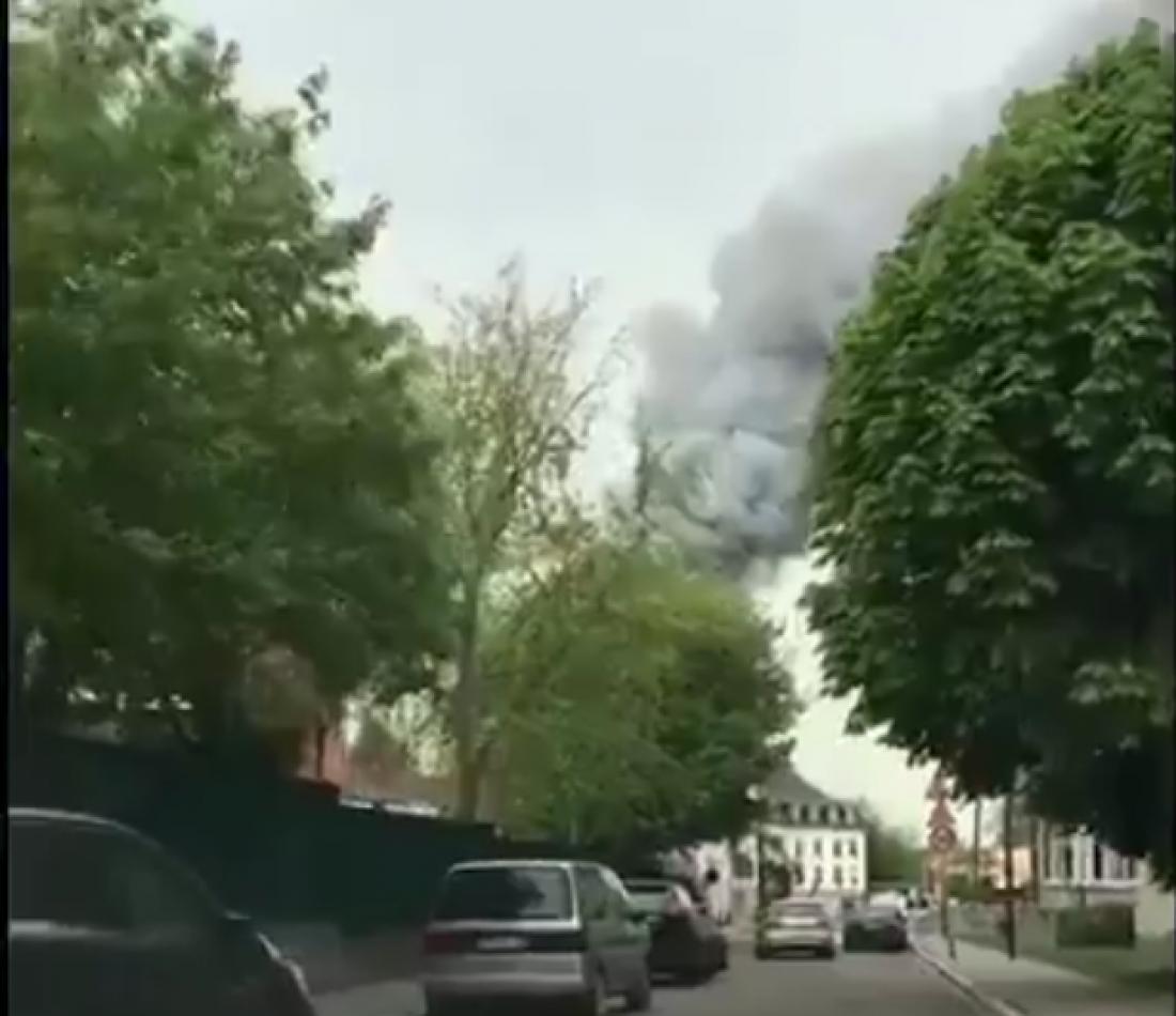 Γαλλία: Μεγάλη φωτιά στις Βερσαλλίες, κι ενώ η χώρα μετρά τις πληγές της από την καταστροφή στην Παναγία των Παρισίων (video)