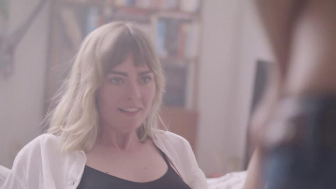Vedio του καυτό σεξ μαύρο μουνί γάλα