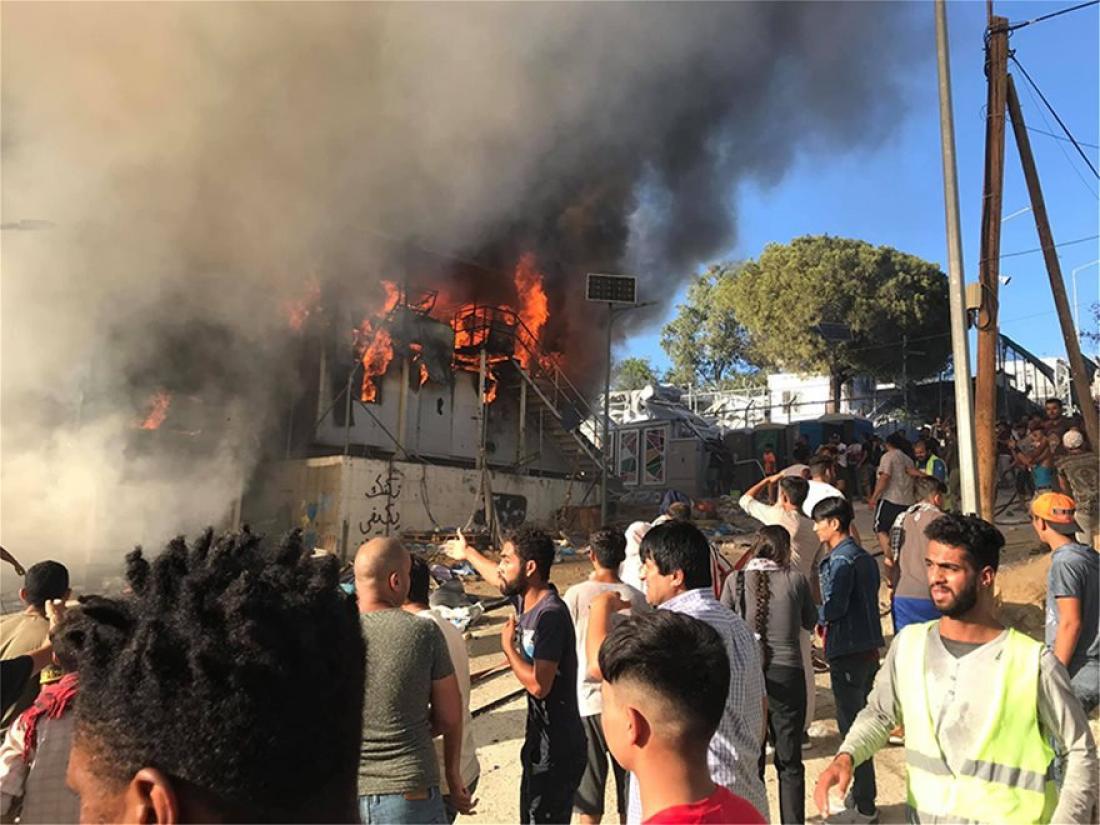 Μόρια: Επεισόδια και μεγάλη φωτιά στον καταυλισμό - Πληροφορίες για νεκρούς