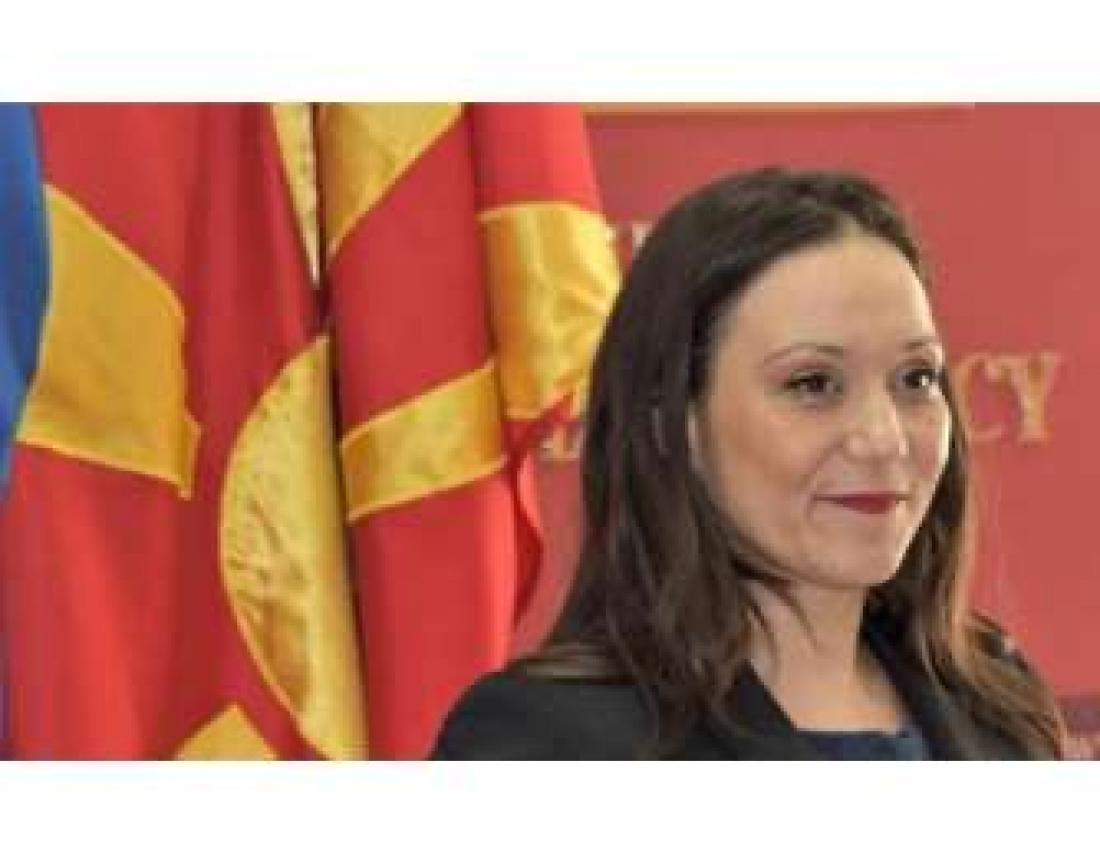 Η Βουλή των Σκοπίων απέπεμψε την υπουργό που που έβαλε ξανά την ταμπέλα με το «Δημοκρατία της Μακεδονίας»