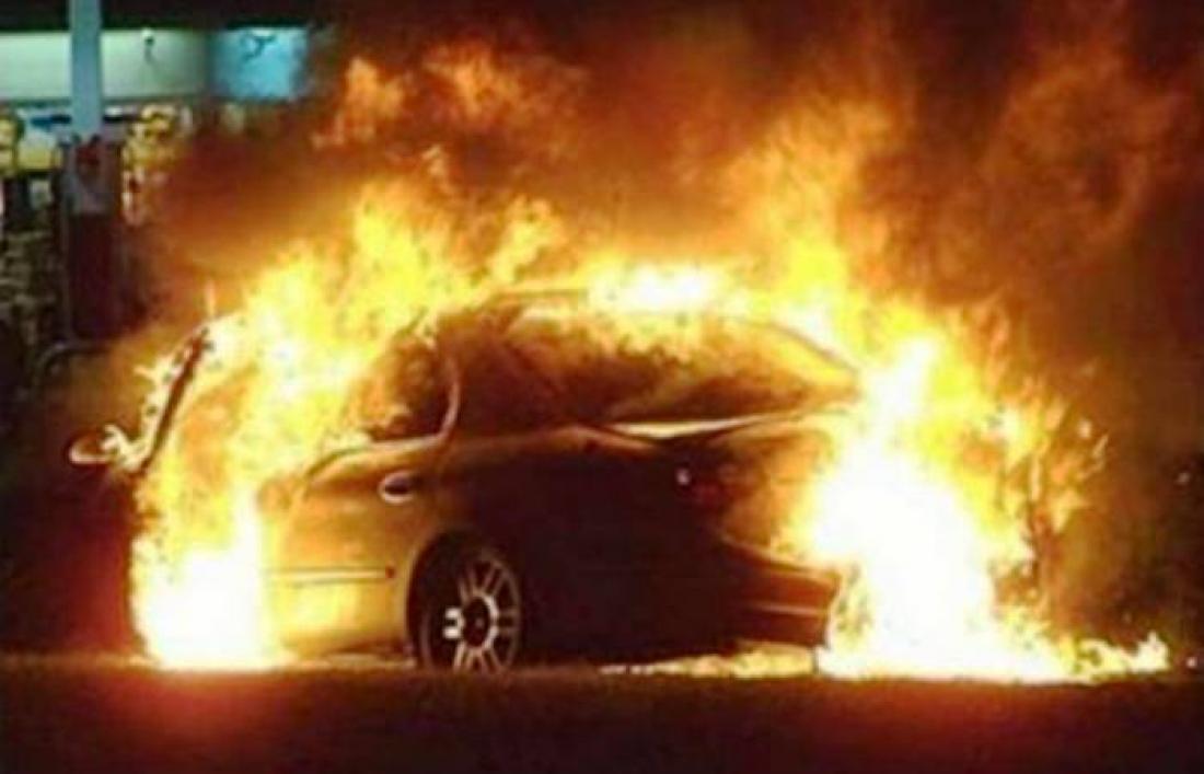 3 συλλήψεις στη Λιβαδειά για κλοπή και εμπρησμό οχήματος