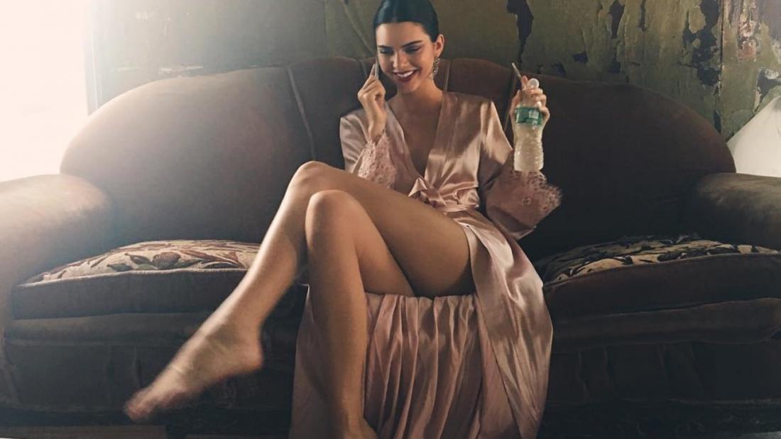 0ef8e955be1 Δείτε την Kendall στο Love Magazine με διάφανα εσώρουχα! (BINTEO ...