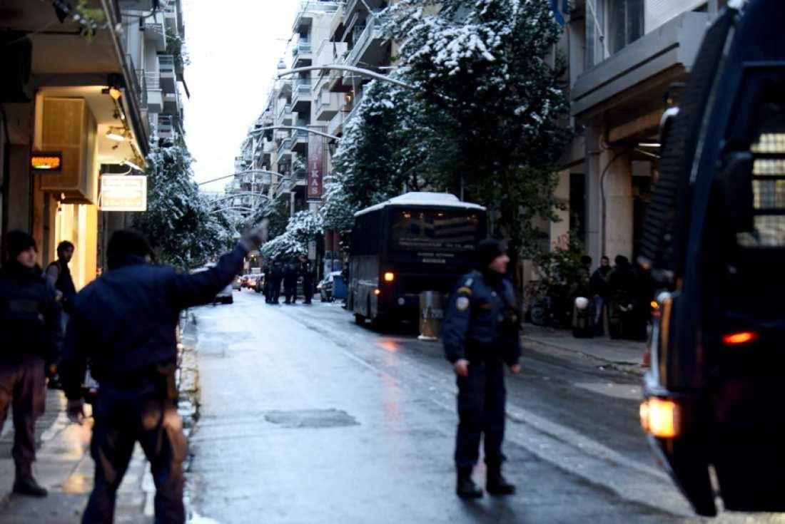 Συναγερμός στην ΕΛ.ΑΣ.: Πυροβολισμοί έξω από τα γραφεία του ΠΑΣΟΚ-Τραυματίστηκε αστυνομικός