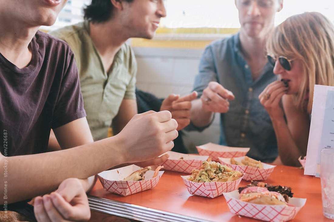 Έχεις κανονίσει να φας έξω με την παρέα σου αλλά κάνεις δίαιτα; Υπάρχει λύση!