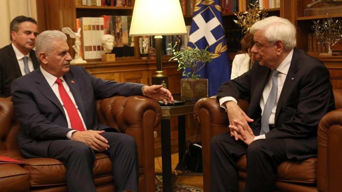 Την επιθυμία του Ταγίπ Ερντογάν να επισκεφθεί επισήμως την Αθήνα μετέφερε ο Τούρκος πρωθυπουργός στον  Προκόπη Παυλόπουλου