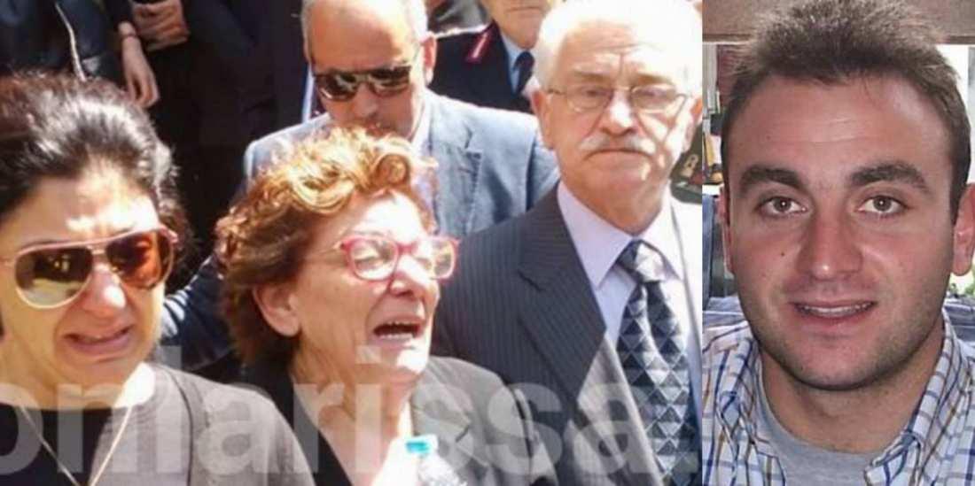"""Ράγισαν καρδιές στην κηδεία του κυβερνήτη του μοιραίου Χιούι- Συνάδελφοι, συγγενείς και φίλοι είπαν το στερνό αντίο στον αγαπημένο τους Δημοσθένη: """"Θα μεγαλώσω τα παιδιά μας με αξιοπρέπεια"""", σπάραζε η σύζυγος- Συντετριμμένη η μητέρα, μονολογεί ο πατέρας: Έχασα το καμάρι μου (ΦΩΤΟ-ΒΙΝΤΕΟ)"""