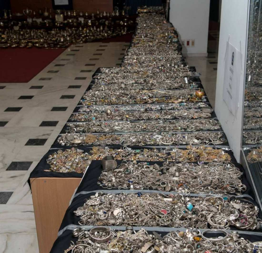 Αποτέλεσμα εικόνας για Βρέθηκε ο αμύθητος θησαυρός των Ρομά: 700 κιλά χρυσαφικά και διαμάντια σε κρύπτες