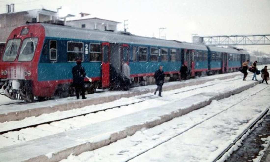 Για πάνω από 6 ώρες ακινητοποιήθηκε τρένο λόγω του χιονιά