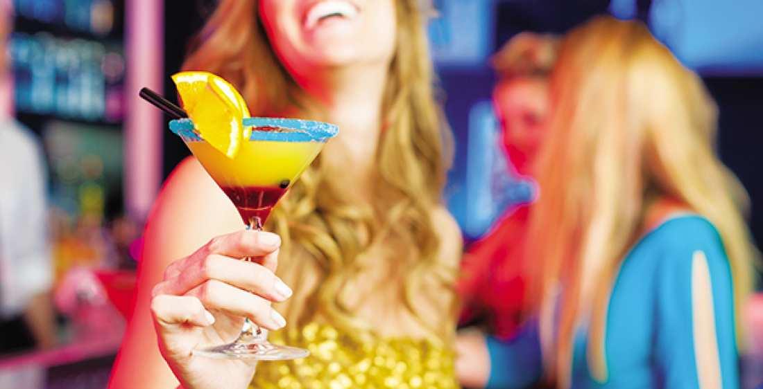 Έφοδοι σε μπαρ σε Θεσσαλονίκη και Ζάκυνθο για ποτά μπόμπες και φορολογικές παραβάσεις
