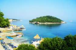 «Τουρισμός» στην γειτονική Αλβανία με 63% «κακής ποιότητας» νερά για κολύμπι