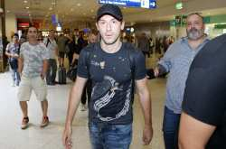 Έφτασε στην Αθήνα, για Ολυμπιακό, ο Μίλιτς (ΦΩΤΟ)