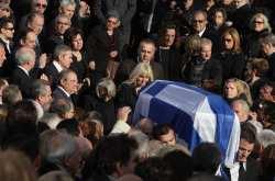 Σύσσωμη η ΝΔ στην κηδεία του πρώην υπουργού Β. Μπασιάκου στη Θήβα (ΦΩΤΟ)