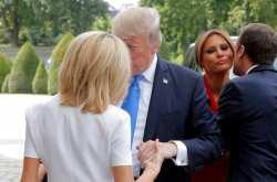 """Γκάφα Τραμπ α λα """"Μπερλουσκόνι"""" με την Μπριζίτ Μακρόν: «Καλά κρατιέστε!» (ΒΙΝΤΕΟ)"""