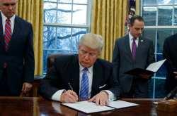 Λευκός Οίκος: Οι παράτυποι μετανάστες που διέπραξαν εγκλήματα θα είναι οι πρώτοι που θα απελαθούν