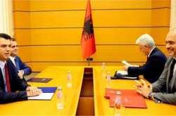 """Ανεβαίνει το προεκλογικό """"θερμόμετρο"""" στην Αλβανία"""