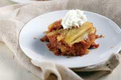 Η συνταγή της ημέρας είναι... καραμελένια μηλόπιτα!