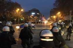 Διαδήλωση αντιεξουσιαστών στην Θεσσαλονίκη ενάντια στην ομιλία Μιχαλολιάκου (ΒΙΝΤΕΟ)