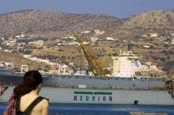 Επανασύνδεση του νερού και του ηλεκτρικού ζητούν οι εργαζόμενοι στο ναυπηγείο της Σύρου
