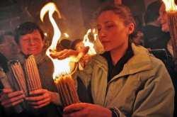 Προκαλούν οι βουλευτές του ΣΥΡΙΖΑ-Βάκη: Ψευτοθαύμα το Άγιο Φως που πιστεύουν οι μωροί!