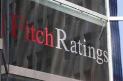 Fitch: Αναβάθμιση στις τράπεζες, αλλά απίθανη η πλήρης κατάργηση των capital controls