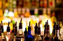 """Μπαράζ εφόδων της Οικονομικής Αστυνομίας σε μπαρ για ποτά - """"μπόμπες"""""""