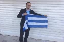 Συνελήφθη ο Αλβανός που έκαιγε ελληνικές σημαίες
