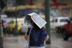 Το καλοκαίρι μας....ξέχασε-Βροχές, καταιγίδες και ισχυροί άνεμοι θα είναι τα χαρακτηριστικά του καιρού για το ερχόμενο Σαββατοκύριακο-Βρέχει στην Αθήνα, προβλήματα στον Κηφισό-Πλημμύρες στην Φθιώτιδα (ΒΙΝΤΕΟ)