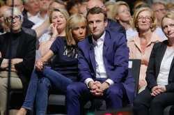 Δεν είναι μόνο η ηλικία της Πρώτης Κυρίας της Γαλλίας που ενοχλεί... (ΦΩΤΟ)
