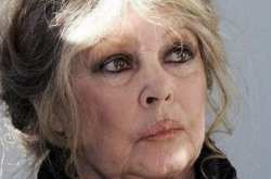 """Η Μπαρντό προτιμά Λεπέν και καλεί τους φιλόζωους να μην ψηφίσουν τον """"ψυχρό Μακρόν των λόμπι"""""""
