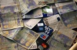 «Κόκκινα» καταναλωτικά δάνεια σχεδιάζουν να πουλήσουν οι τράπεζες
