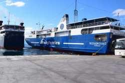 Σύγκρουση δύο επιβατηγών πλοίων στο λιμάνι της Αίγινας