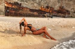 Το καυτό μοντέλο που ομορφαίνει τις ελληνικές παραλίες (ΦΩΤΟ)